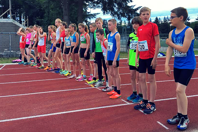 Rion, Mike, Lara en Bo start 600 meter
